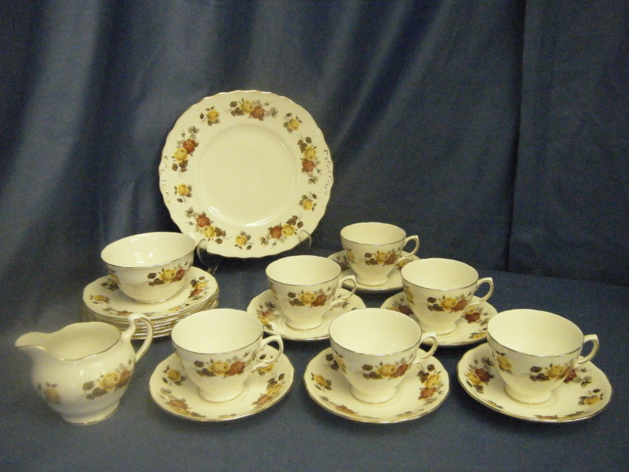 colclough roses 21pc fine bone china tea service vgc ebay. Black Bedroom Furniture Sets. Home Design Ideas
