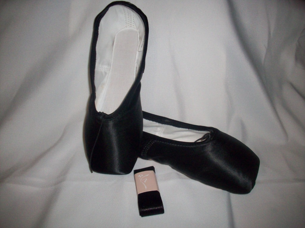 ballet pointe shoes black satin comes with ribbon new