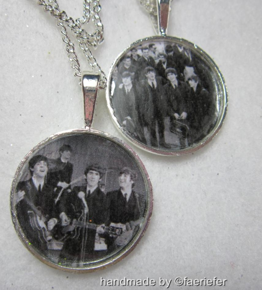The-Beatles-pendant-necklace-silver-plated-band-or-JFK-airport-retro-jewellery