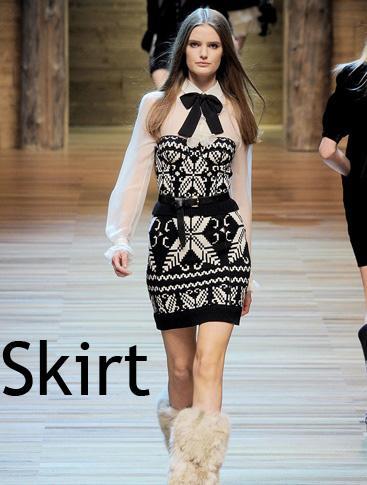 В коллекции Dolce&Gabbana выделились тёплые вязаные вещи- шарфы, жилетки...