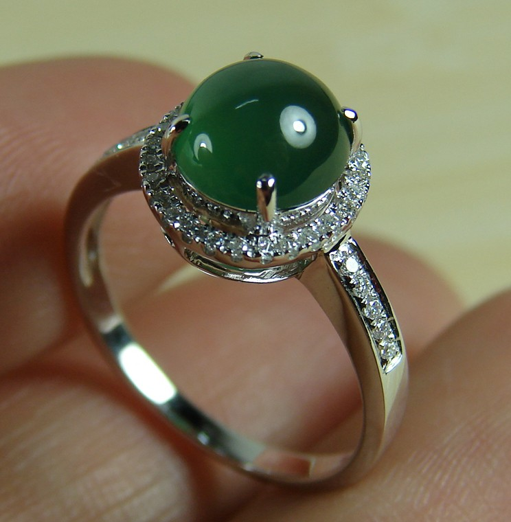 Cabochon Old Icy Emerald Green Jadeite 18K White Gold Diamond Ring 7