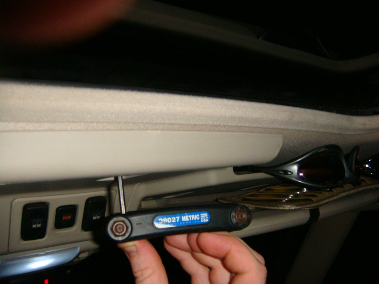 Manual Sunroof Crank - Land Rover Forums - Land Rover Enthusiast Forum