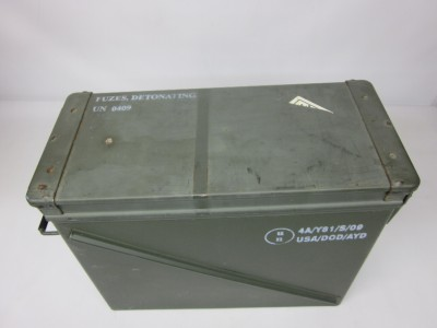 united states military large waterproof ammo containers military storage ebay. Black Bedroom Furniture Sets. Home Design Ideas