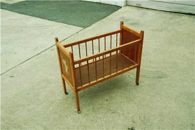 Vintage wood infant baby doll crib bed play pen wheels ebay for Baby bed with wheels