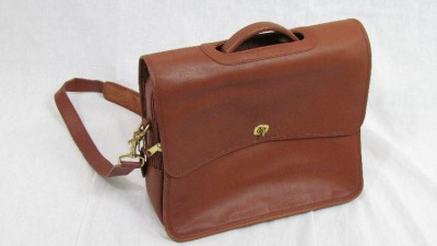 Popular With So Much Of Our Lives, Both Professional And Personal, Now Online, Laptop Bags Are An Essential Accessory For Todays Commuters And Fortunately They Come In All Shapes And Sizes To Fit Our Different Working Environments And Salaries,