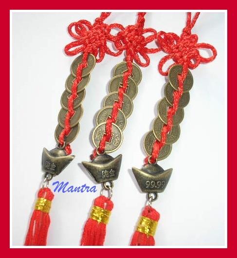 Con un lingotto d 39 oro e nodo mistico con frange finali - Simboli portafortuna cinesi ...