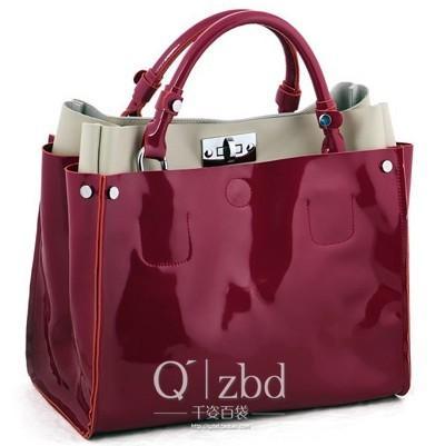 Замечательная лаковая сумка, полностью из натуральной кожи.  Яркий...