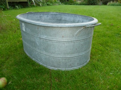 fantastic shape deep vintage galvanised tin water tank. Black Bedroom Furniture Sets. Home Design Ideas