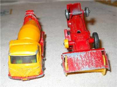 1970s MATCHBOX Collectors Case & 12 Cars Lesney Superfast Heavy