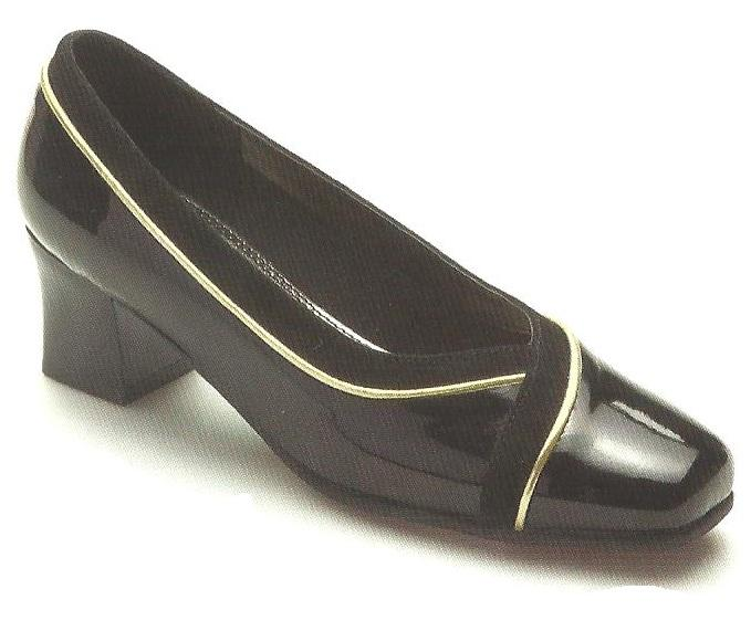 Wide Fitting Court Shoes With Kitten Heels