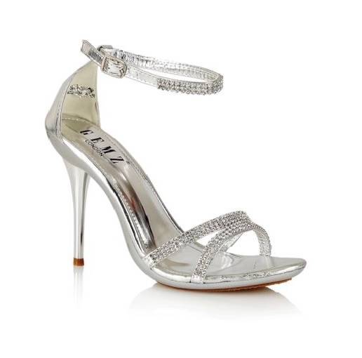 Silver shoes are a great way to make the color of your dress pop. By adding silver shoes, any prom dress or homecoming gown can shine. Vamp up a little black dress by adding high heeled silver shoes or silver sandals to your dresses this year.