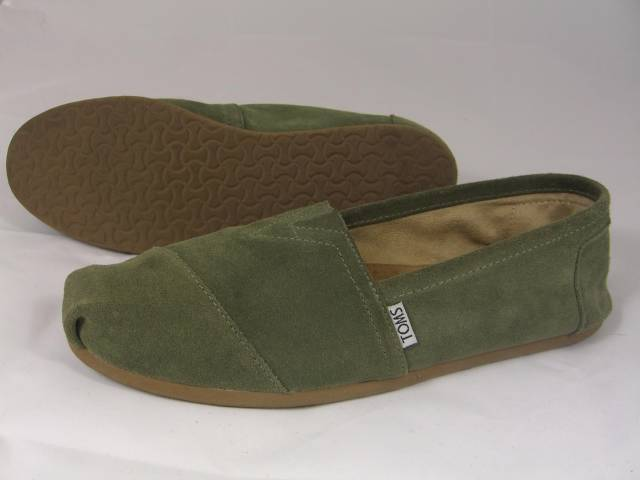 mens toms olive green soft suede like shoes 8 5 euc 100