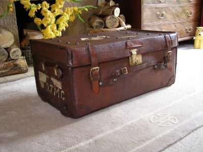 Antique Vintage Leather Brass Steamer Trunk Suitcase Coffee Table Ebay
