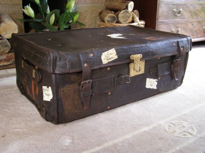 Antique Vintage Steamer Trunk Suitcase Coffee Table Storage Luggage Ebay