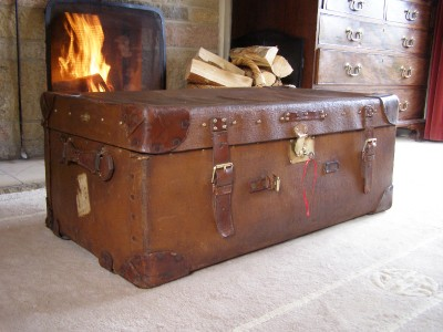 Antique Vintage Leather Steamer Trunk Suitcase Coffee Table Storage Luggage Ebay