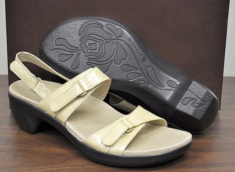 Details about New Aravon Womens Shoes Phoebe Strap Sandal Cream Patent