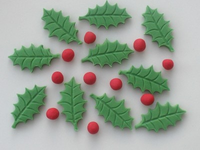 Edible Christmas Cake Decorating Recipes : Edible sugar Christmas cake decorations - 12 Holly Leaves ...