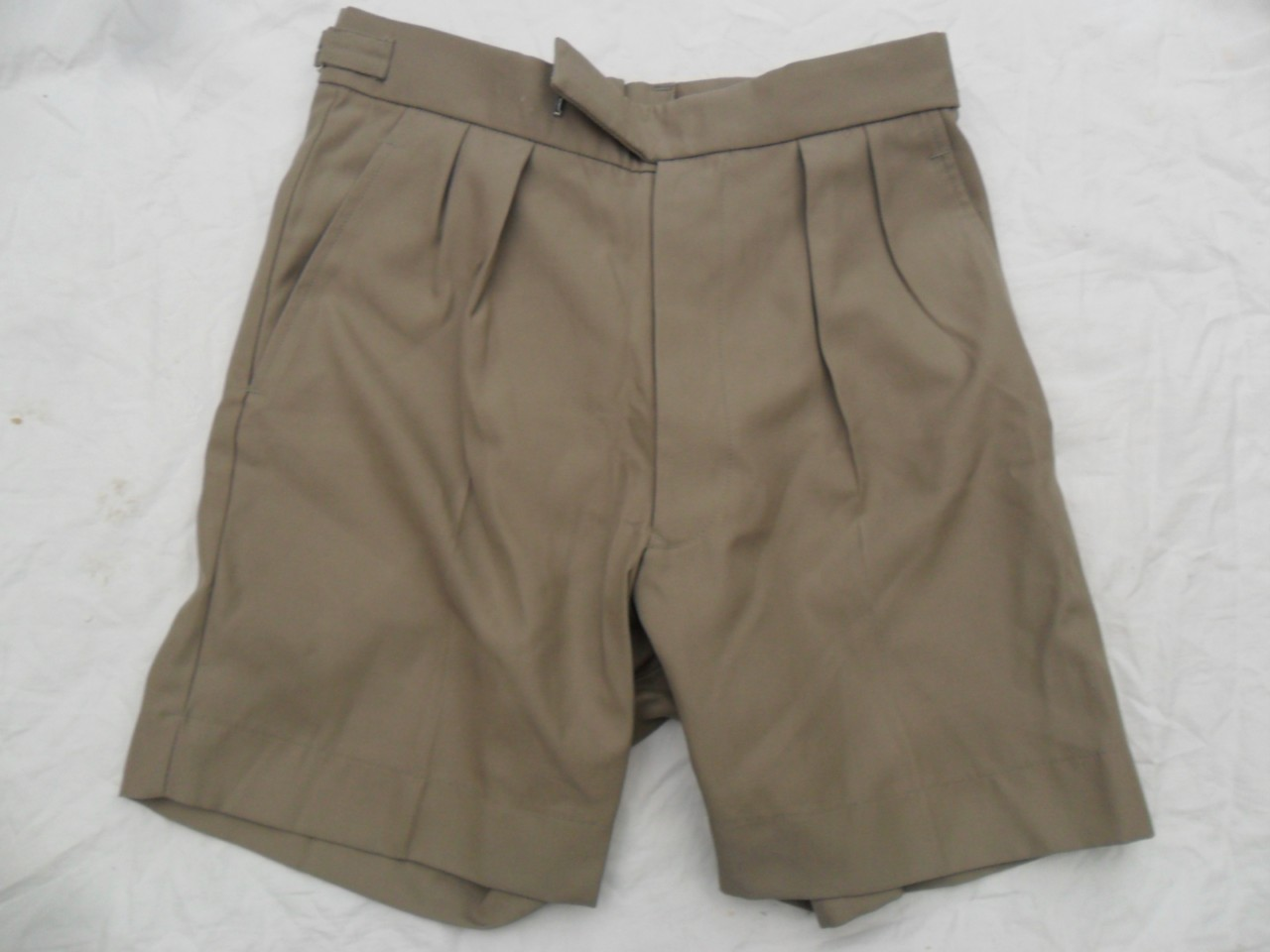NEW-GENUINE-BRITISH-ARMY-MOD-SURPLUS-JUNGLE-SAFARI-DESERT-RATS-BUSH-KHAKI-SHORTS