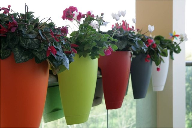 New-Saddle-planters-pots-for-balcony-railing-fences