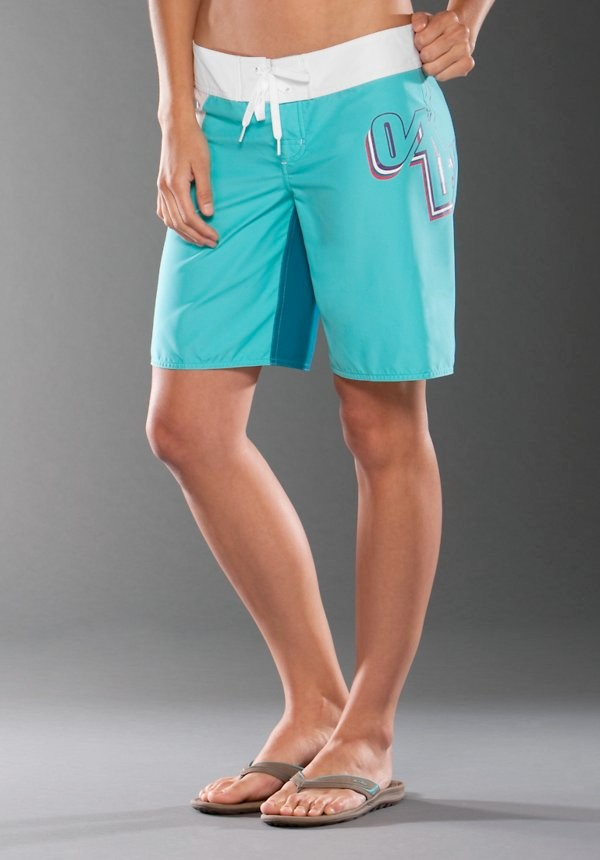 Suit up in a pair of ROXY's women's board shorts, grab your surfboard, and let's go! Board shorts aren't just for the boys, ROXY's collection of women's board shorts are designed to keep both your performance and style on point whether you're out in the ocean for a swim or a surf.