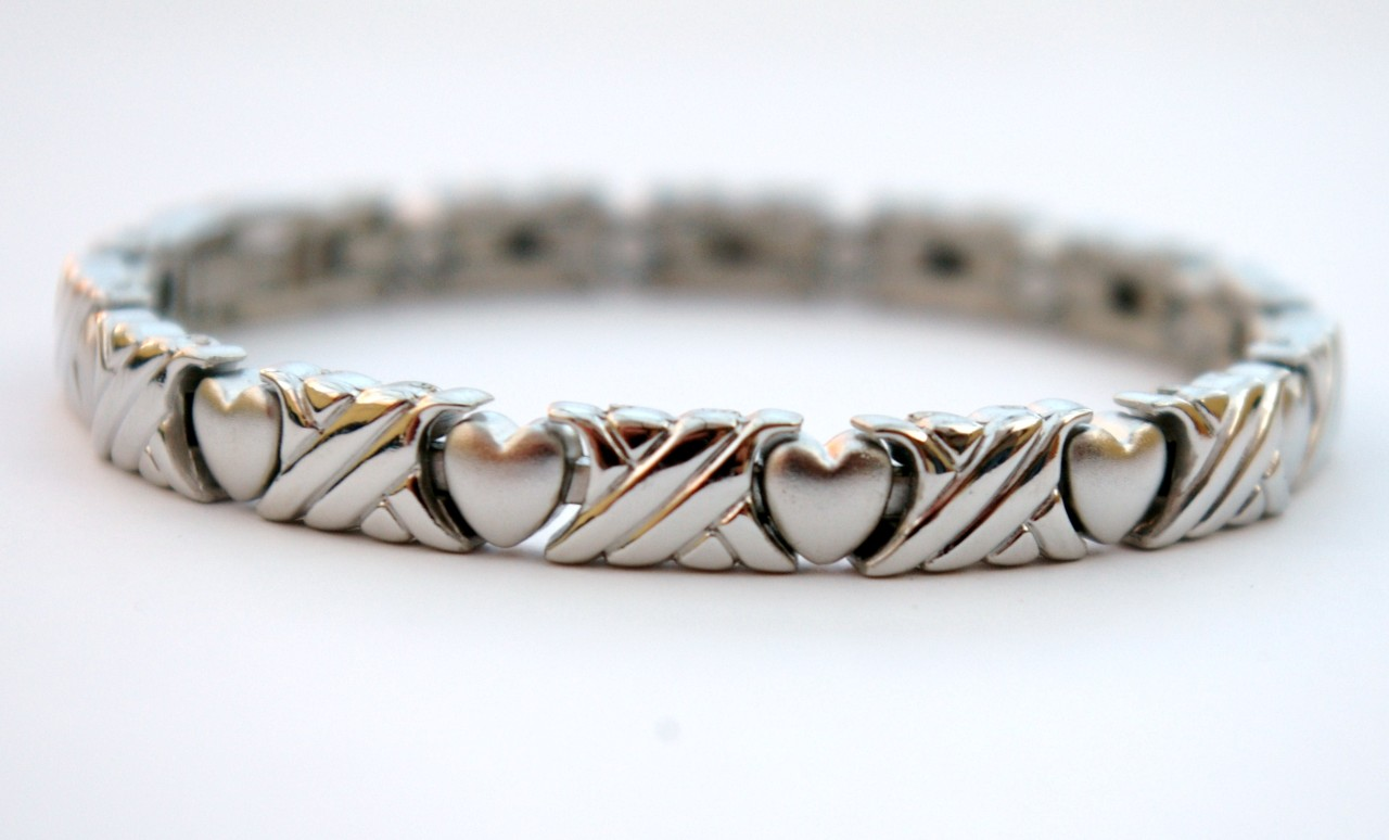 Ladies magnetic bracelet free p p for How does magnetic jewelry work