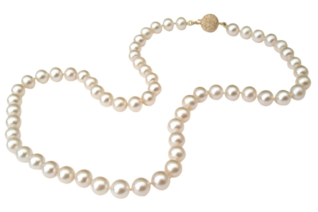 Classic-Cultured-Freshwater-6-7mm-Pearl-Necklace-with-a-pretty-14ct-Gold-Clasp