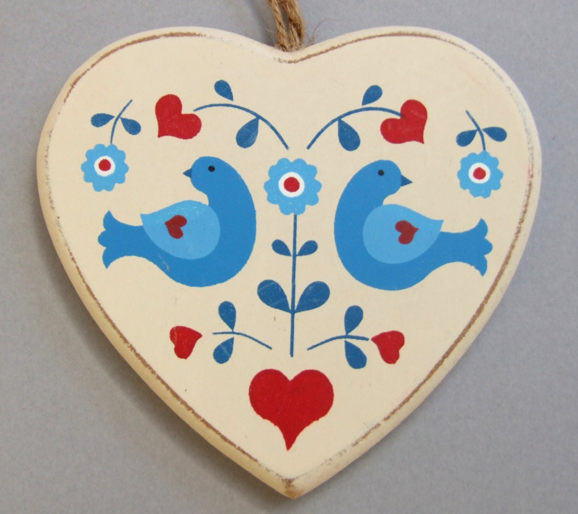 Wooden folk art heart hanging christmas decoration love for Hearts decorations home