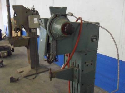 townsend textron rivet machine