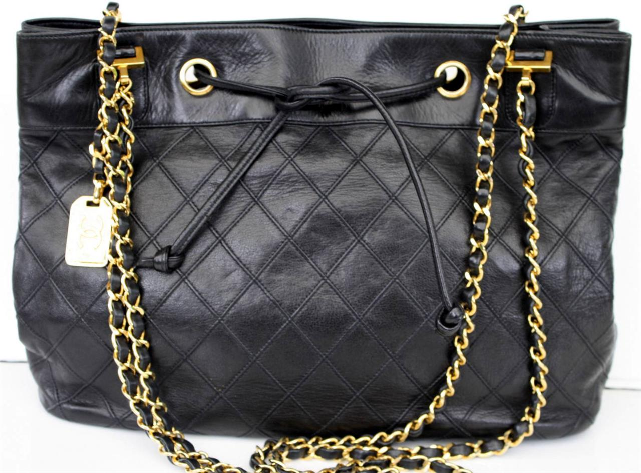 AUTH-CHANEL-Black-Quilted-Lambskin-CC-Shoulder-Bag