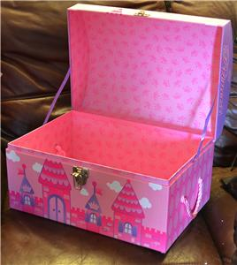 large little girls pink princess in her castle storage toybox girl toy trunk box ebay. Black Bedroom Furniture Sets. Home Design Ideas