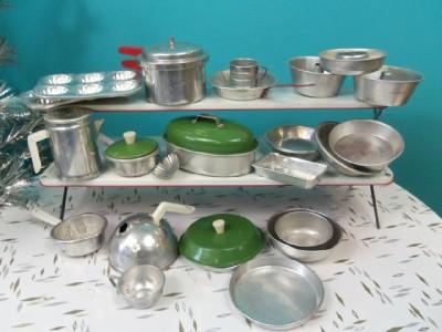 vintage lot aluminum tin metal childs toys pots pans kitchen bake ware more ebay. Black Bedroom Furniture Sets. Home Design Ideas