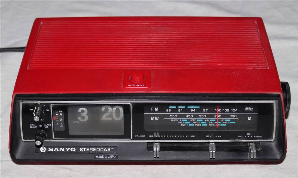 Vintage Flip Alarm Clock Radio Red Sanyo Stereocast