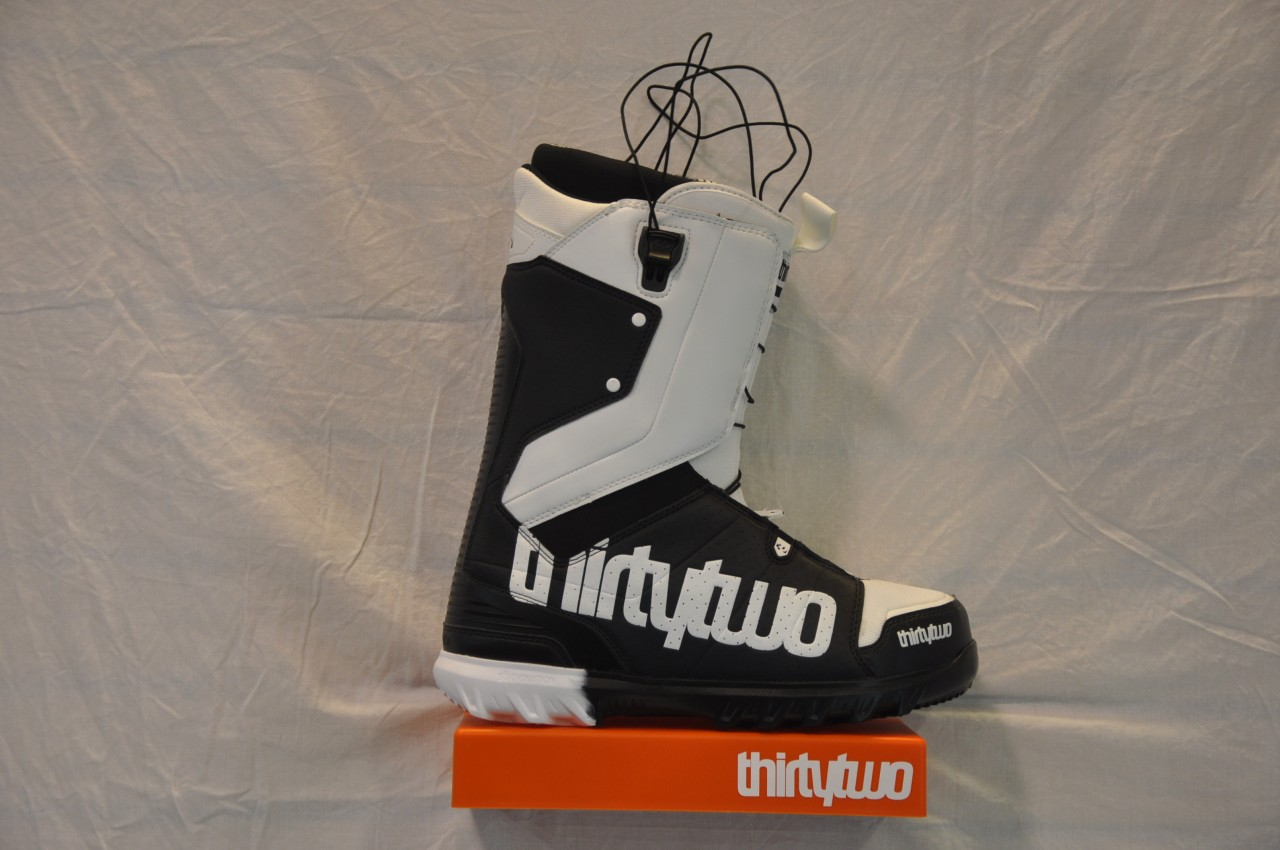 new-mens-ThirtyTwo-Lashed-Fast-Track-Boots-snowboard-32-snow-board-FT-blackwhite