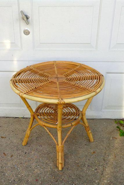 mid century modern unique bamboo rattan round coffee or side table nice shape. Black Bedroom Furniture Sets. Home Design Ideas