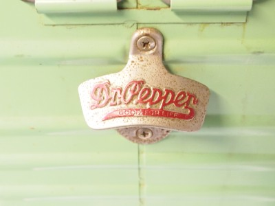 Nice Vintage Dr. Pepper Metal Ice chest/ Cooler