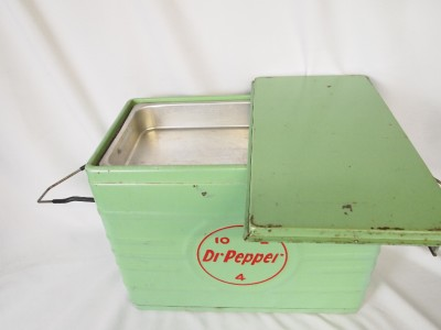 Nice Vintage Dr. Pepper Metal Ice chest/ Cooler