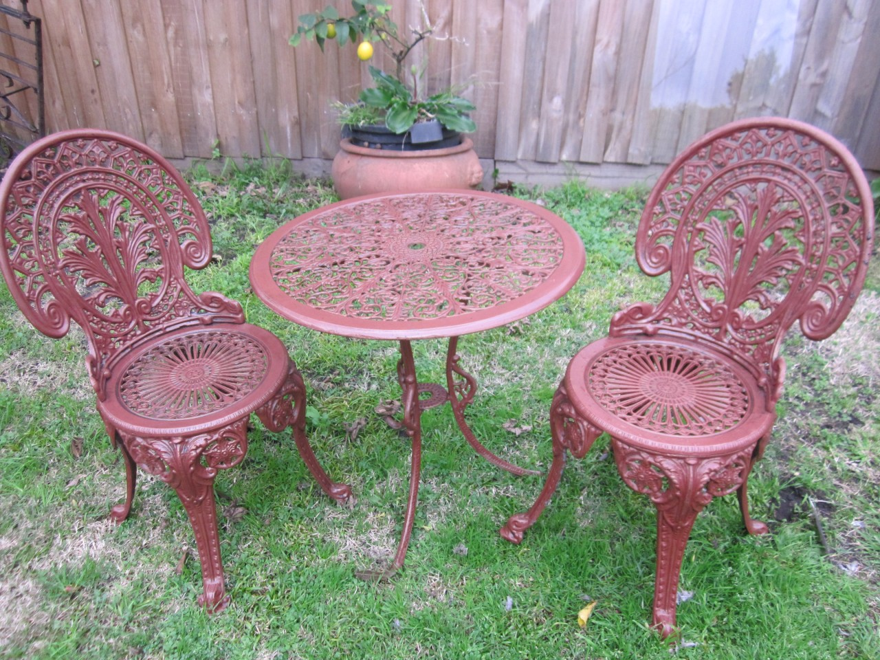 VINTAGE CAST IRON PATIO OUTDOOR BISTRO SET TABLE TWO CHAIRS