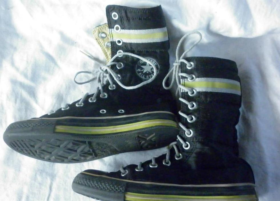 FUNKY-CONVERSE-ALLSTARS-CHUCK-TAYLOR-METALLIC-BLACK-HIGH-TOPS-SIZE-4