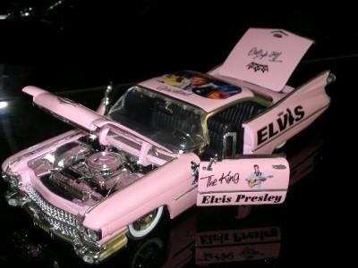 Elvis-Presley-Pink-Cadillac-1-24-Scale-Code-3-Rock-Music-Concert-New-Jada