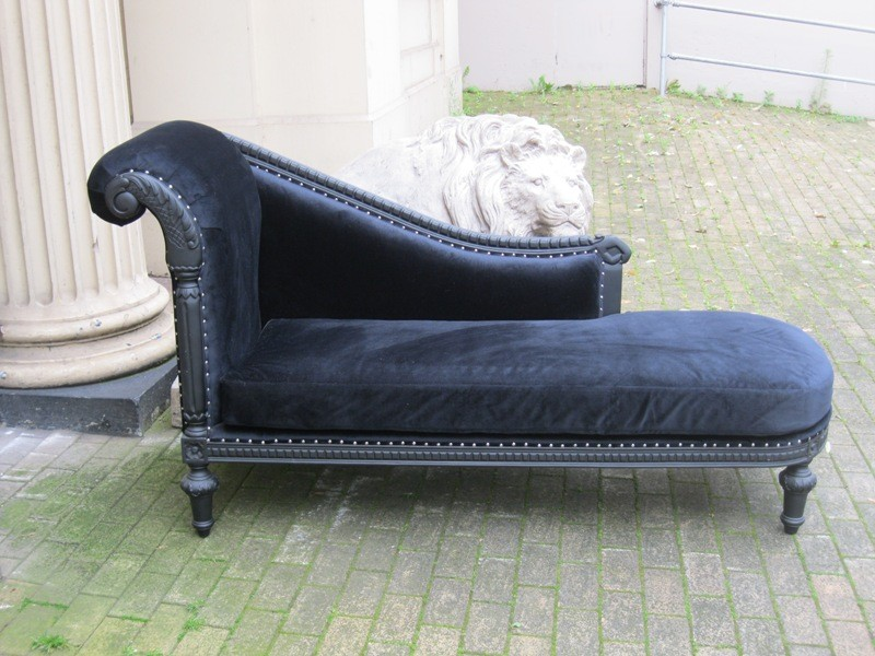 Mahogany ornate french shabby chic black velvet antique for Black velvet chaise longue