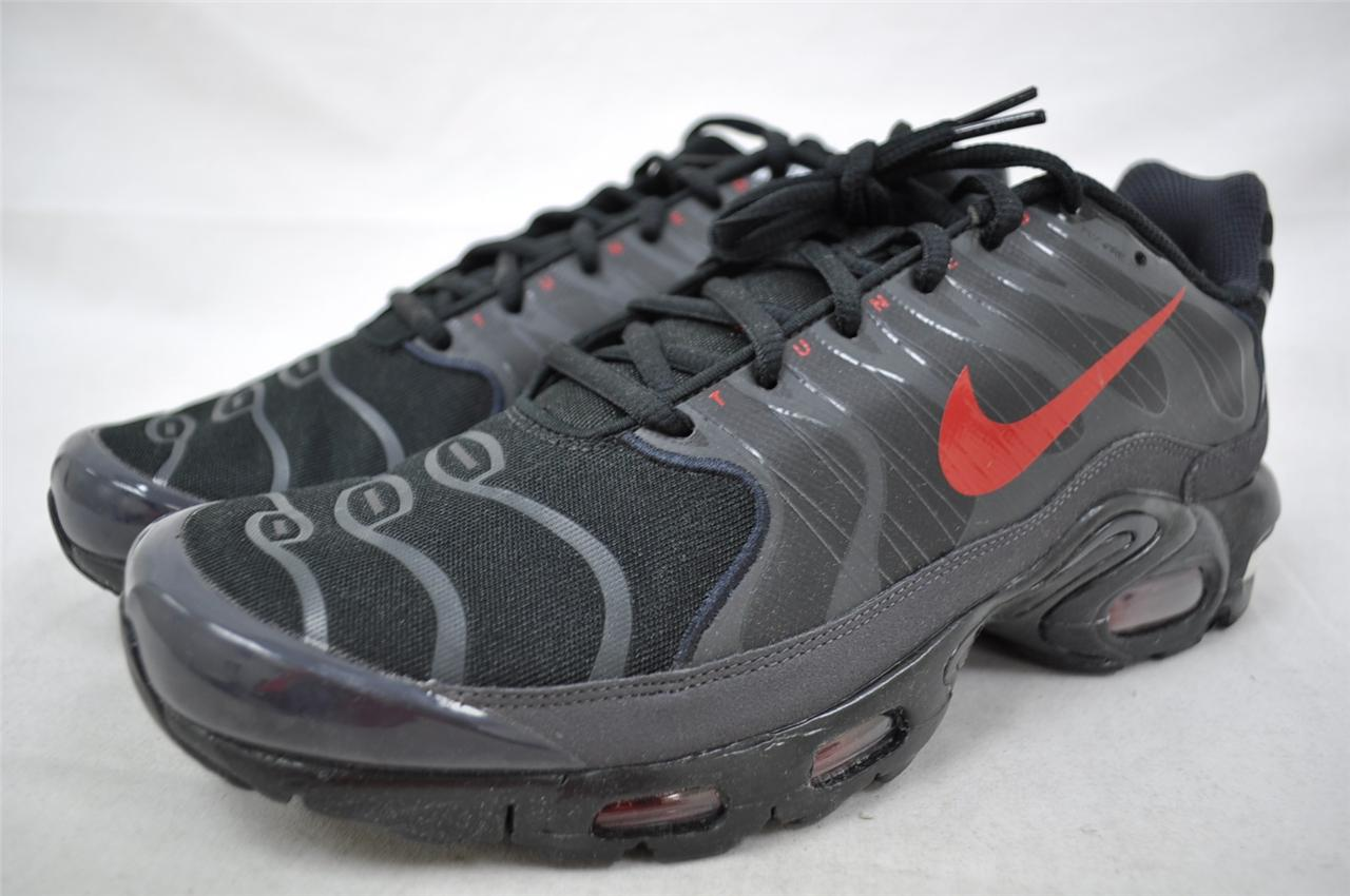 nike air max plus tuned 1 5 426882 007 grey black red. Black Bedroom Furniture Sets. Home Design Ideas