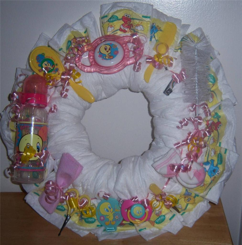 Baby shower looney tunes diaper wreath taz tweety bugs for Baby looney tune decoration
