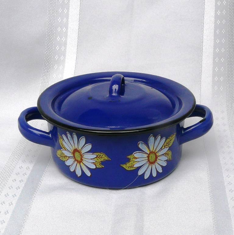 Lidded-enamel-saucepan-or-pot