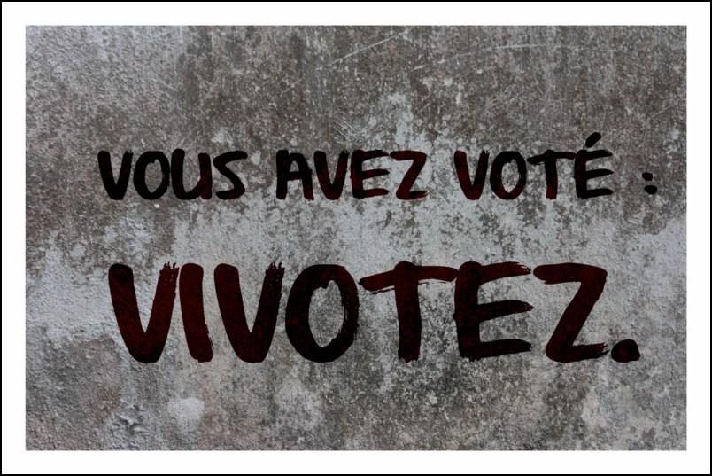 Poster affiche slogan mai 68 vous avez vot vivotez for Poster contemporain