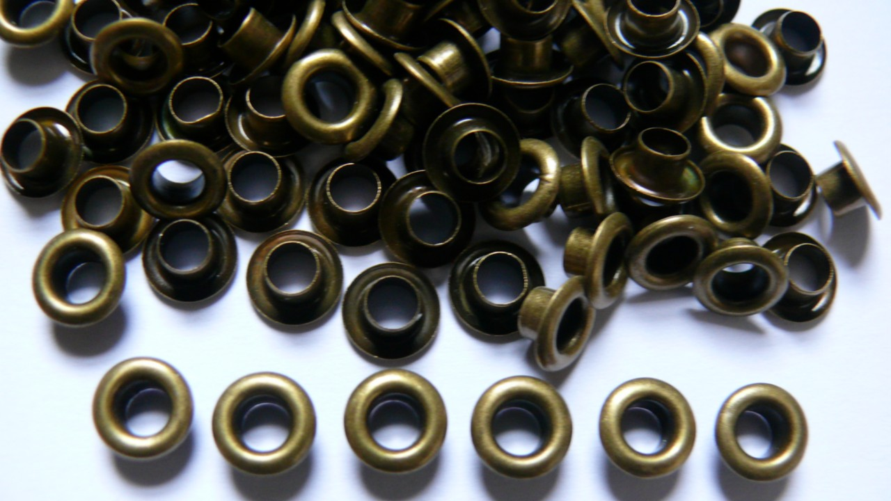 100 Eyelets in Size 200 - 4.2mm in Bronzes &amp; 7 other Colours available