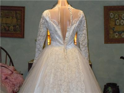 Vintage 1950s Wedding Dresses on Vintage 1950s Chantilly Lace   Tulle Wedding Gown Dress W Train