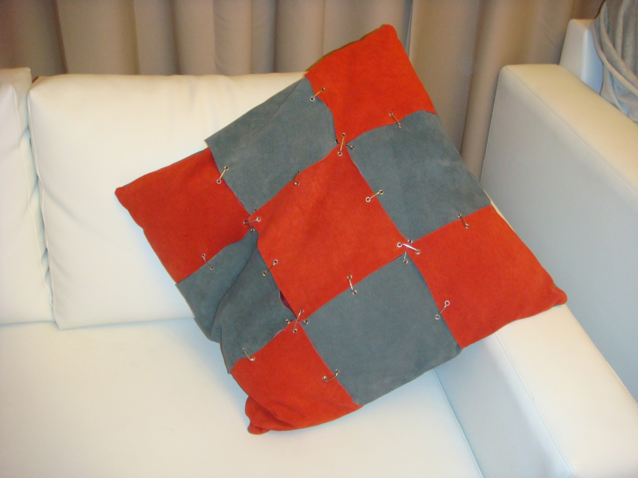 NEW-RED-GREY-SQUARE-METAL-CLIP-LARGE-SOFA-COUCH-CUSHIONS-LEATHER-AND-SUEDE