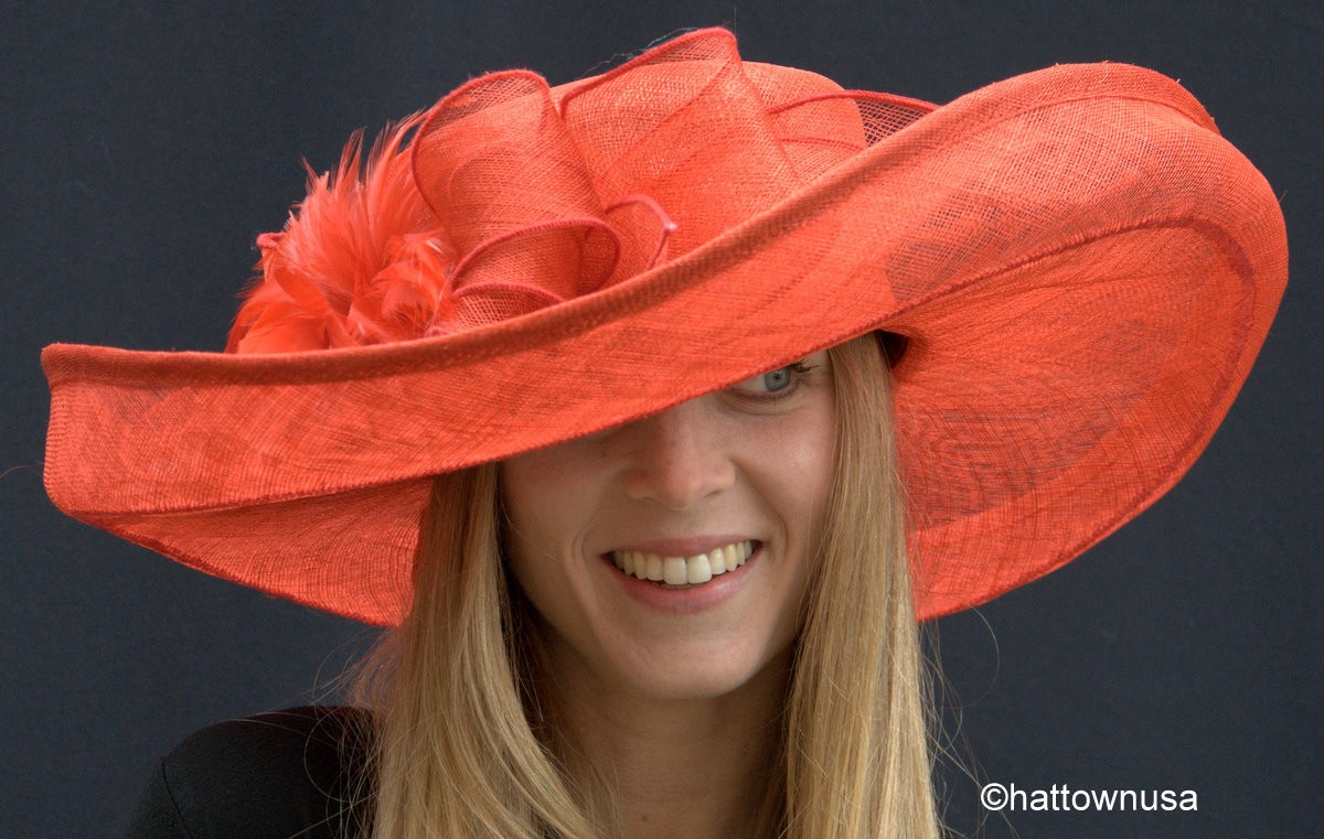 Derby Hat Salon 1 at thritingetfc7.cf features ladies' custom big brimmed fancy hats created especially for the Kentucky Derby and Oaks races. These make perfect hats for the Preakness Stakes, Belmont and Queen's Plate as well!