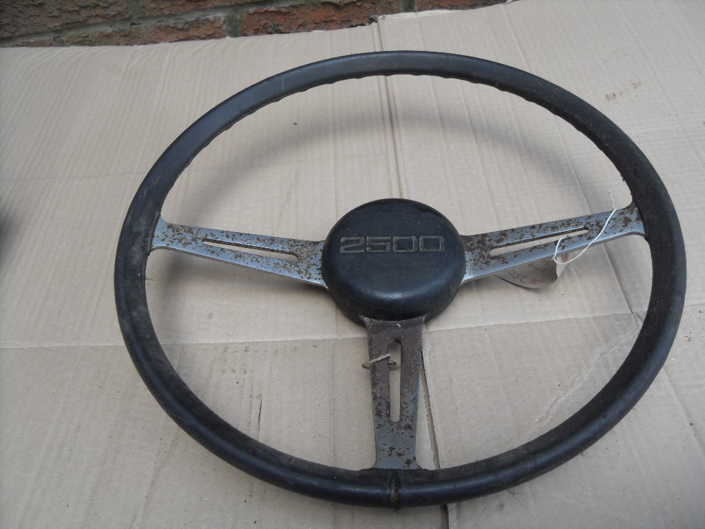 TRIUMPH-2500-2-5-PI-STEERING-WHEEL