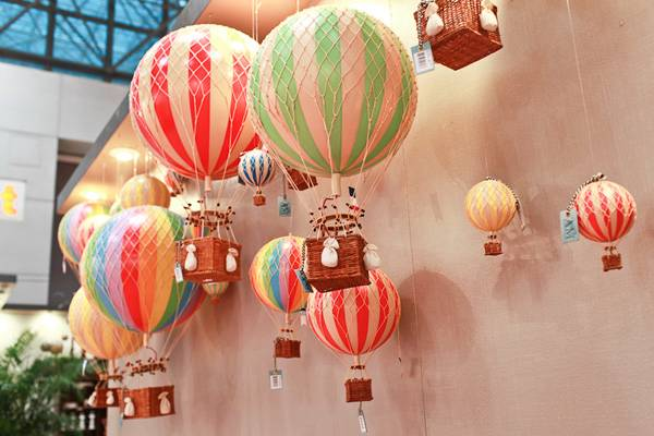 18 Cm Authentic Models Hot Air Balloon Set 1